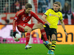 Der Münchner Thomas Müller (li.) gegen den Dortmunder Marcel Schmelzer.