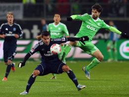 Diego und Rincon im Kampf um den Ball.
