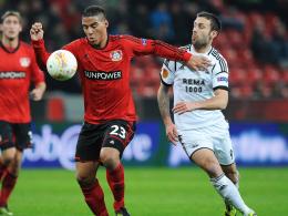 Schnelles Offensivspiel, mutiges Zweikampfverhalten und perfekte Technik: Leverkusens Youngster Carlinhos, links gegen Rade Prica.