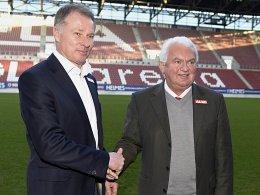 Neue Wirkungsstätte: Stefan Reuter soll den FCA aus dem Keller holen. Rechts Aufsichtsrats-Vorsitzender Peter Bircks.