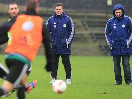 Dieter Hecking und Manager Klaus Allofs (rechts)