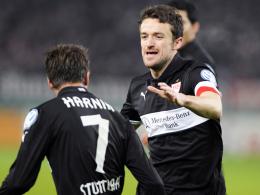 Drei weitere Jahre mit Brustring: Christian Gentner, rechts neben Martin Harnik, hat beim VfB bis 2016 verlängert.