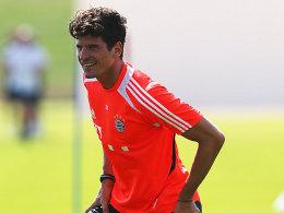 Mario Gomez kann wieder lachen: Der Stürmer kann wieder trainieren und soll gegen Schalke spielen.