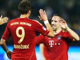 Vierfach-Vorbereiter und Doppeltorschütze: Bayerns Franck Ribery (re.) freut sich mit Mario Mandzukic.