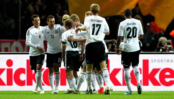 Das EM-Aus hat Reputation gekostet, aber sie sind Deutschlands Lieblinge: die Spieler der Nationalelf.