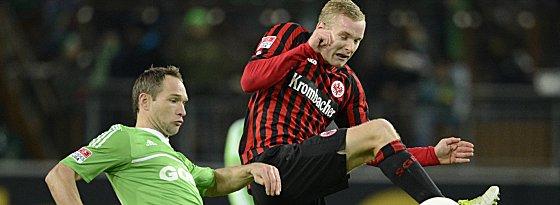 Begehrter Mittelfeldmann: Eintracht-Youngster Sebastian Rode, hier im Duell mit Wolfsburgs Jan Polak.