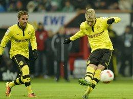Zwei der fünf Dortmunder Torschützen: Reus trifft zum 1:0, Götze legte zum 2:0 nach. Am Ende hieß es 5:0 für den BVB in Bremen.