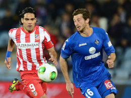 Basel, Getafe, Hoffenheim: David Abraham (li. Falcao) fügt die Bundesliga in seinen Lebenslauf hinzu.