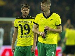 Das BVB-Trikot passt ihm noch: Lasse Sobiech nach dem 1:3 der Fürther Mitte November in Dortmund (li. Nöthe).