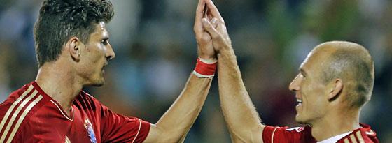 Vereint in der Zuschauerrolle: Mario Gomez und Arjen Robben droht weiterhin die harte Ersatzbank.