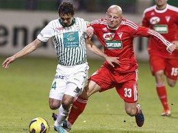 Rustikaler Mann fürs defensive Mittelfeld: Jozsef Varga kommt aus Debrecen nach Fürth (li. Ionescu, Ferencvaros).