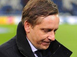 Schalkes Manager Horst Heldt tief enttäuscht und mit einer bösen Vorahnung auf die kommenden Tage.