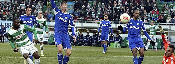 Wieder vorbei, aber auch Abseits: Gerald Asamoah traf auch gegen Wolfsburg das Tor nicht.