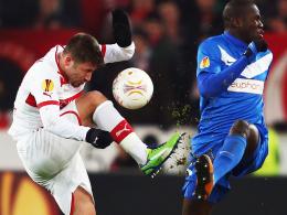 Pechvogel: Bei Stuttgarts Tunay Torun, links gegen Genks Tshimanga, ist eine alte Verletzung wieder aufgebrochen.