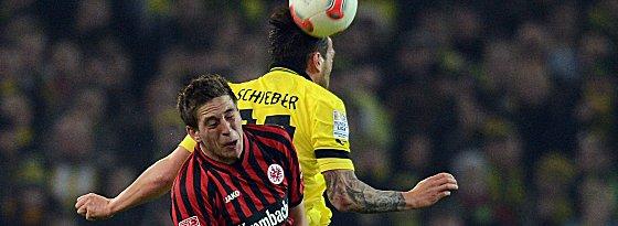 Da war's schon passiert: Schiebers Arm prallt gegen Oczipkas Nase.