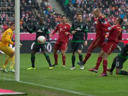 Voll motiviert: Arjen Robben trifft vor Franck Ribery zum 1:0 gegen Bremen.