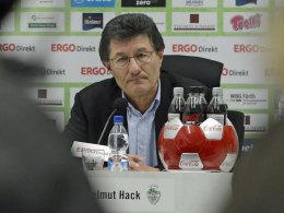 Fürths Präsident Helmut Hack erklärt die Büskens-Entlassung und stellt Interims-Nachfolger Ludwig Preis vor.