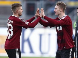Kurze Freude: Sebastian Polter kam erst in der 90. Minute für Torschütze Alexander Esswein (li.).