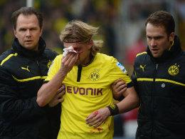 Marcel Schmelzer wurde von Stuttgarts Martin Harnik böse im Gesicht erwischt.