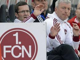 """FCN-Coach Michael Wiesinger (li.), hier mit Kollege Armin Reutershahn, hatte nach dem Derby ein """"Scheiß-Gefühl""""."""