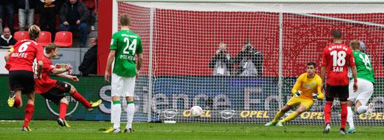 Nummer 22: Stefan Kießling trifft per Elfmeter gegen Bremen.