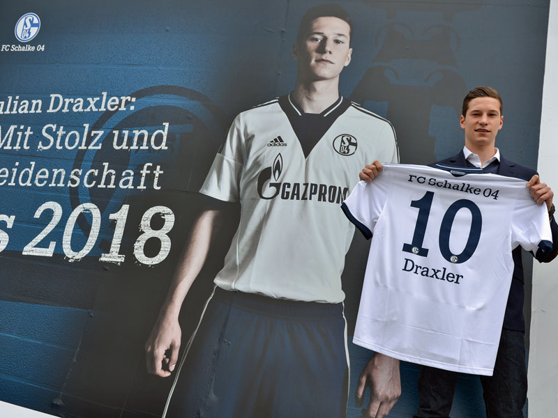 Julian Draxler celebrates his new contract earlier this year