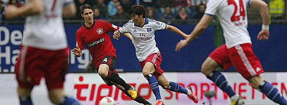 Heung-Min Son (re.) und Leverkusens Philipp Wollscheid