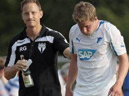 Trost vom Oberliga-Trainer der Freiberger: Hoffenheims Schipplock und Ramon Germann.