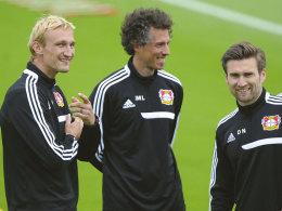 Sami Hyypiä mit seinen Co-Trainern Jan-Moritz Lichte und Daniel Niedzkowski (v. l.).