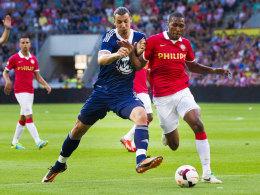 Marcelo (r.), hier bei Mark van Bommels Abschiedsspiel im Duell mit Zlatan Ibrahimovic