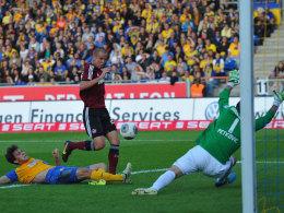 Comeback: Adam Hlousek trifft in Braunschweig zur FCN-Führung.