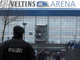 Polizei vor der Veltins-Arena