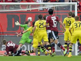 Ausgleich in Nürnberg: Nilsson (verdeckt) trifft zum 1:1.