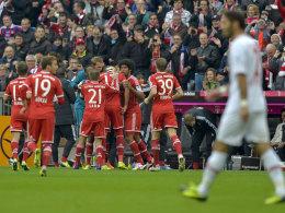 Bayern jubelt über den Sieg gegen Augsburg - 37. Mal ohne Pleite und deutlich vorne.
