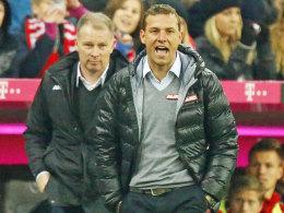 Doppelt bitterer Nachmittag für Augsburg: Trainer markus Weinzierl muste kurz auf die Tribüne, Manager Stefan Reuter erhebt Vorwürfe gegen den Schiedsrichter.