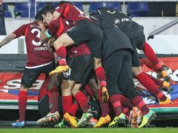 Hannover jubelt über den nicht mehr für möglich gehaltenen Ausgleich gegen Nürnberg.