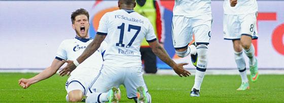 Effektive Zusammenarbeit: Flanke Farfan, Huntelaar vollstreckt zum 2:1 in Leverkusen.