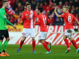 Der Mainzer Malli (Mi.) jubelt über sein Siegtor gegen Hannover.