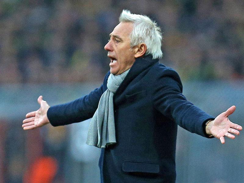 Verlor zum achten Mal in Folge mit dem HSV: Bert van Marwijk musste nach dem 2:4 in Braunschweig gehen.