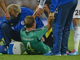 Am Boden: Benedikt Höwedes musste verletzt raus.
