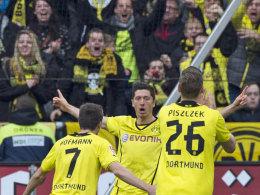 Lässt sich nach seinem klasse Solo feiern: Dortmunds Lewandowski.