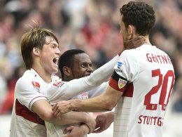 Der VfB jubelt über ein 2:0 gegen Freiburg.