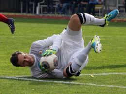 Daniel Davari in Aktion beim Derbysieg gegen Hannover 96 (3:0)