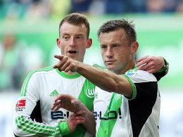 Wolfsburgs Arnold und Olic (re.) bejubeln das 1:1