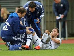 Erst Kreuzbandriss, dann Muskelfaserriss: Schalkes Marco Höger muss erneut verletzt pausieren.