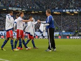 Die Uhr läuft - aber wie lange noch? Der Druck auf den HSV ist nach dem Hinspiel gegen Greuther Fürth weiter gewachsen.