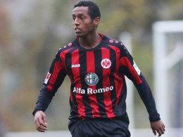 Bewährungschance: Joel Gerezgiher unterschrieb einen Profivertrag bei Eintracht Frankfurt.