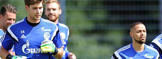 Debüt auf Schalke: Die beiden Neuzugänge Fabian Giefer (li.) und Sidney Sam.