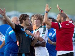 Handfester Streit: Leverkusen und Marseille gerieten nicht nur sportlich aneinander.