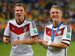 Kevin Großkreutz und Bastian Schweinsteiger (r.) nach dem WM-Finale